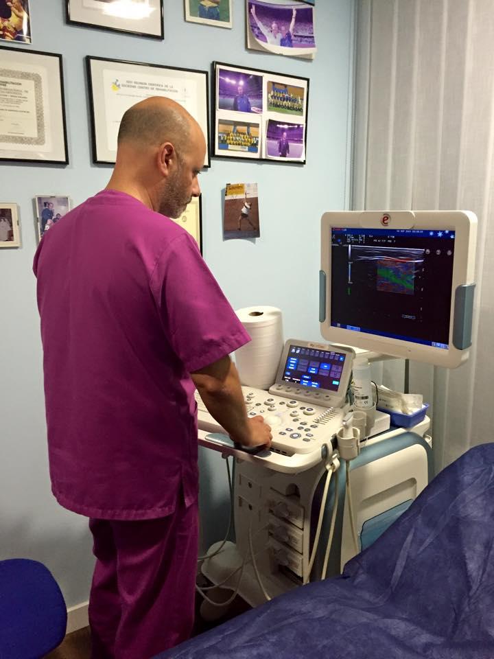 Trabajando en la clínica con ecógrafo de alta resolución